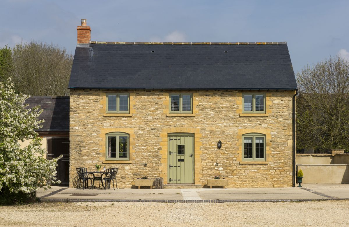 Alysas Cottage is set on a farm and surrounded by lush pastoral views