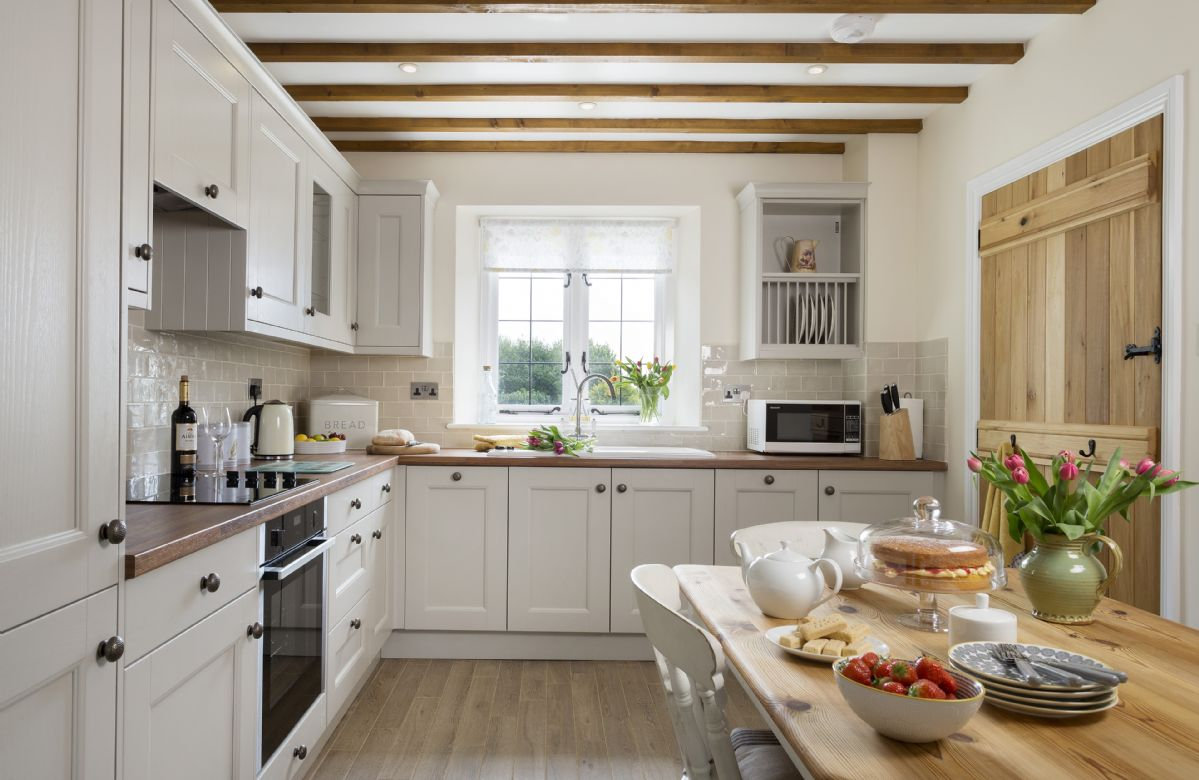 Ground floor: Fully equipped kitchen with dining area
