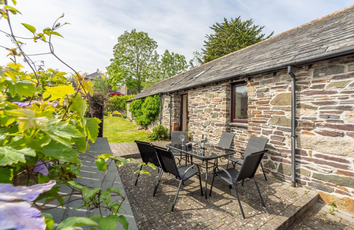 Little Gull is a beautiful barn conversion nestled in the heart of Roserrow