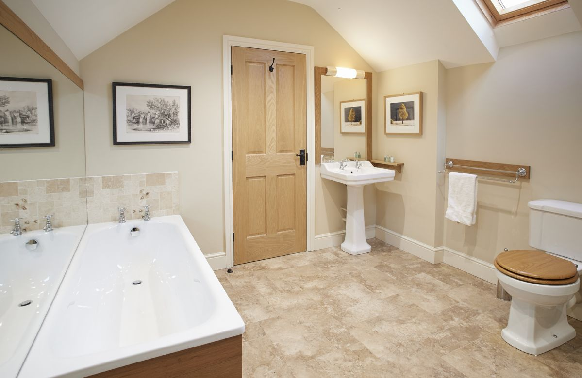 First floor: En-suite bathroom to master bedroom with separate bath and shower