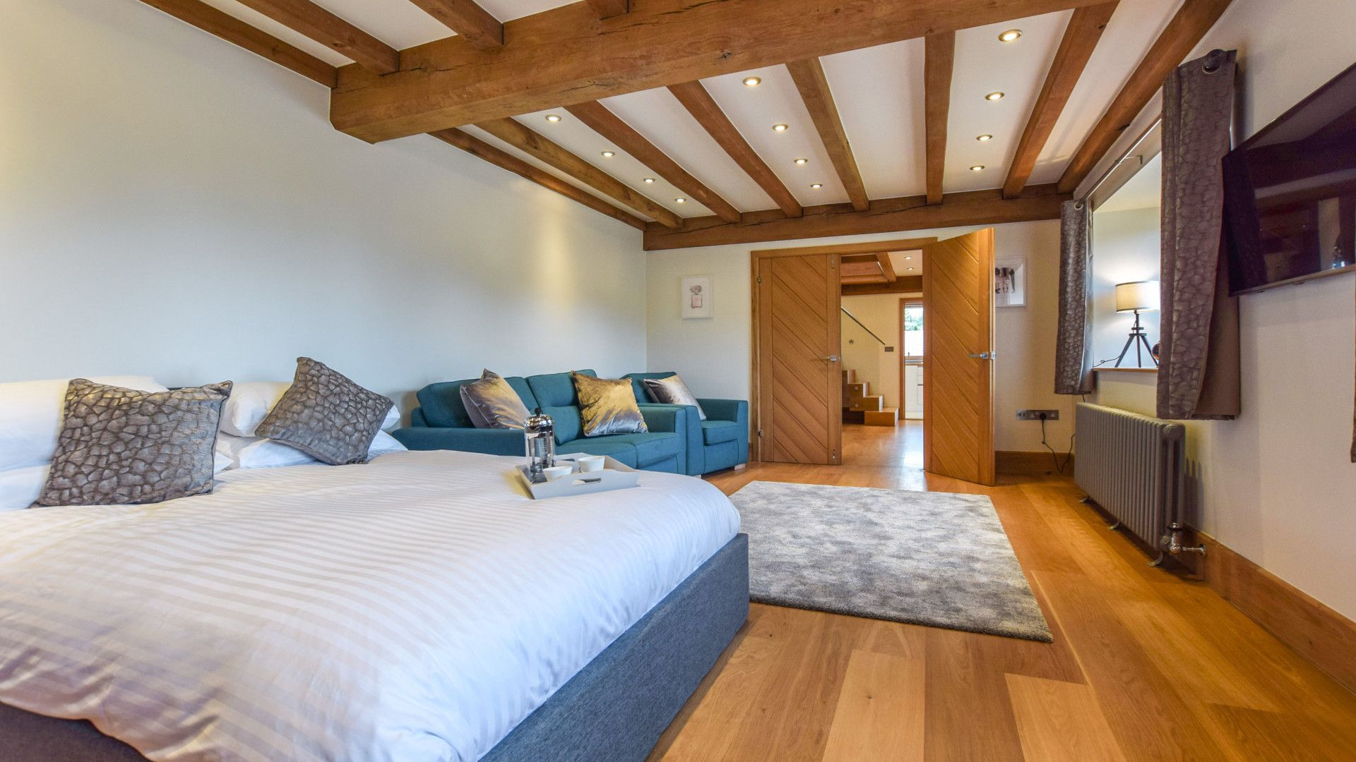 Bedroom 4 with king size bed, Old Oak House, Bolthole Retreats
