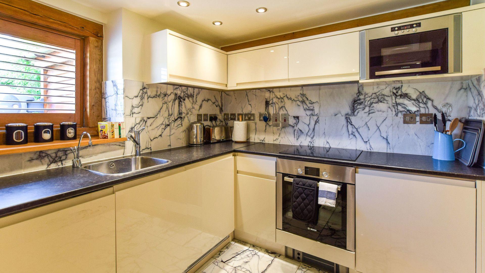 Annexe kitchen, Old Oak House, Bolthole Retreats