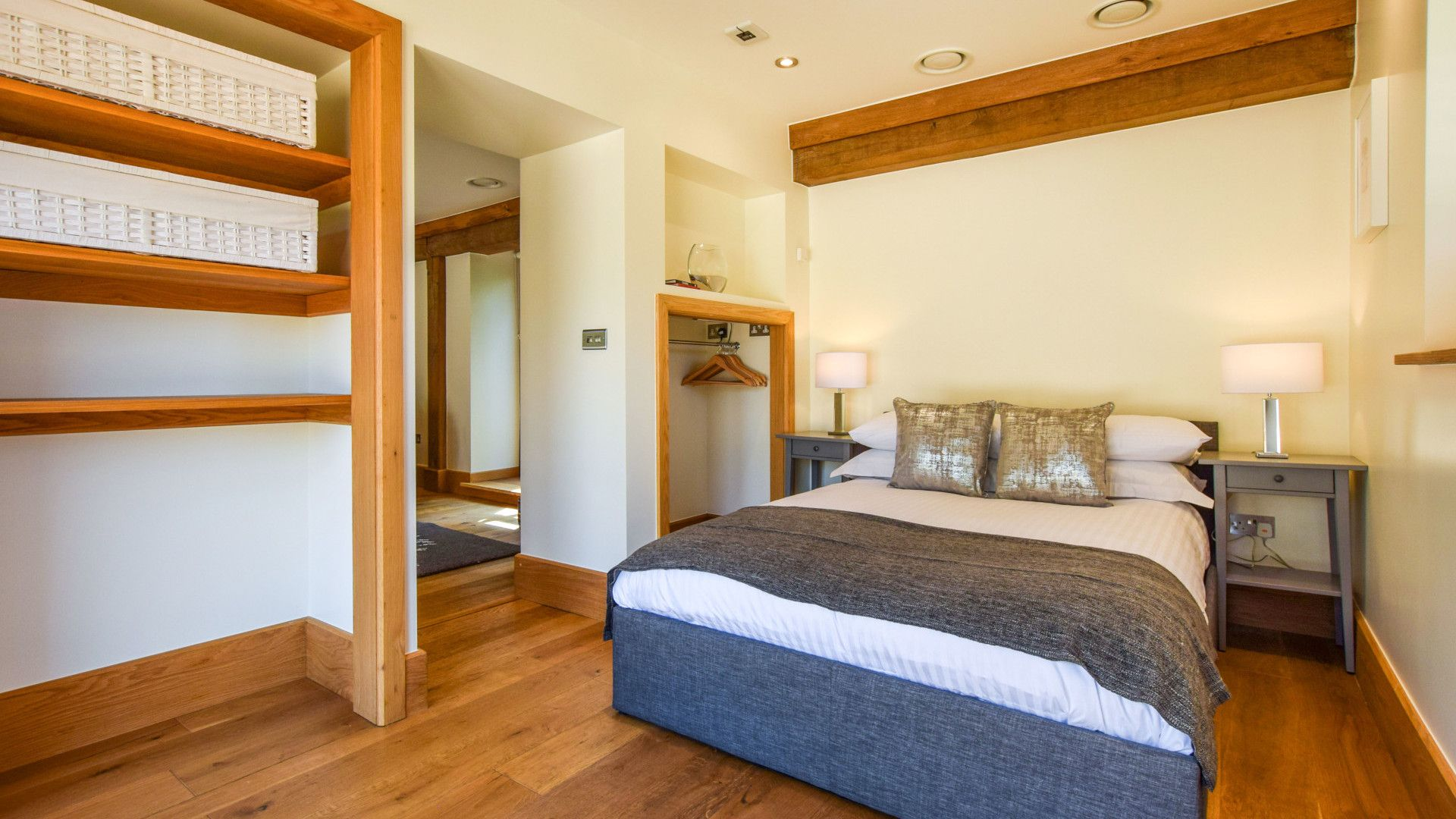 Annexe bedroom with double bed, Old Oak House, Bolthole Retreats