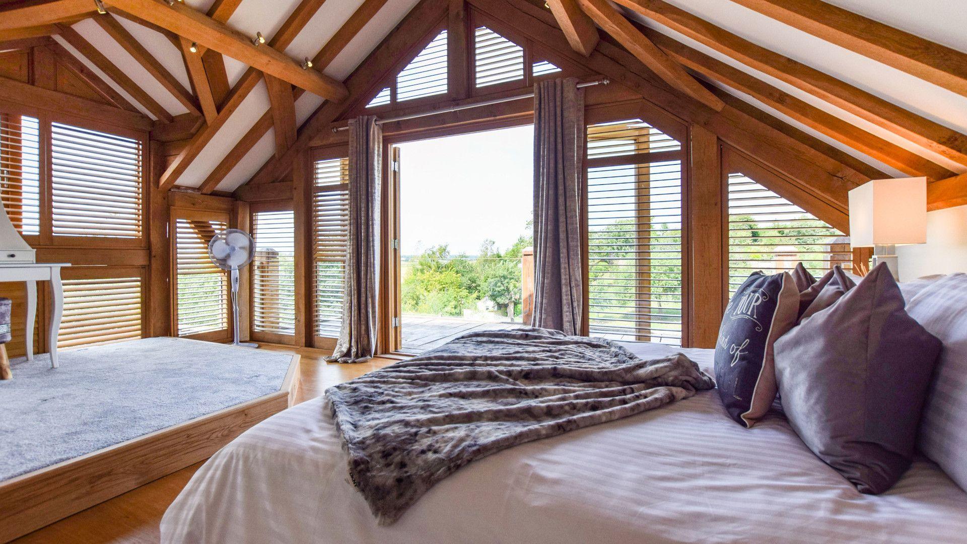 Bedroom 1 with balcony, Old Oak House, Bolthole Retreats