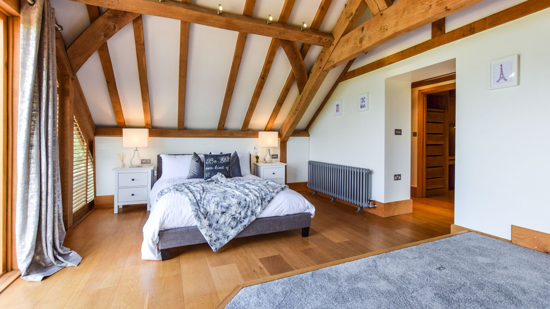 Bedroom 1 with king size bed, Old Oak House, Bolthole Retreats