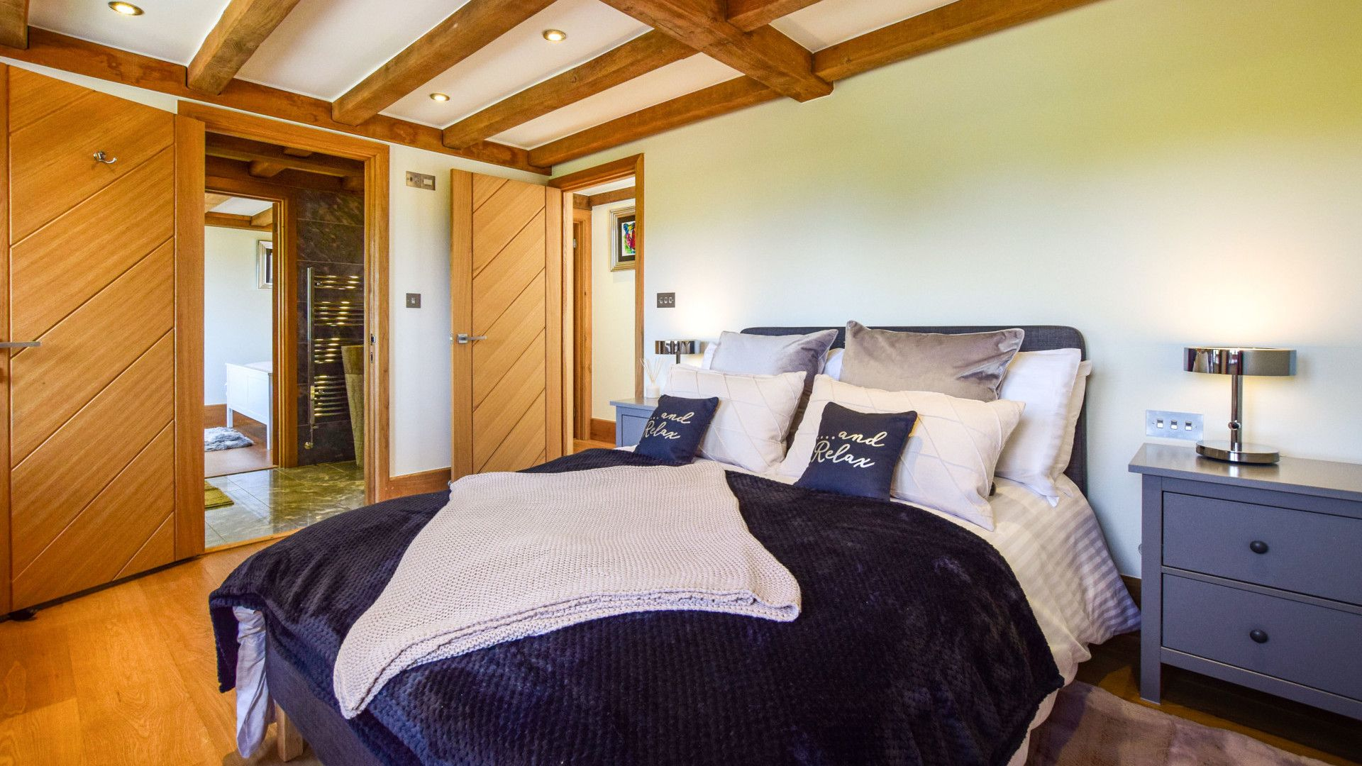 Bedroom 2 with double bed, Old Oak House, Bolthole Retreats