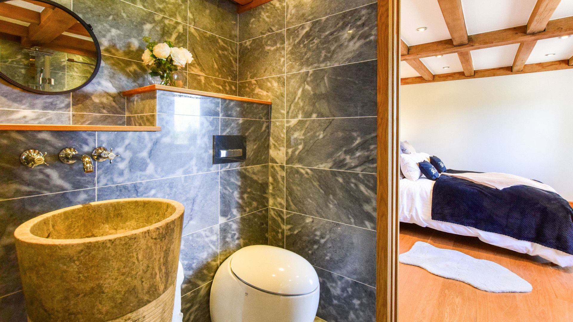 Jack and Jill En-Suite, Old Oak House, Bolthole Retreats