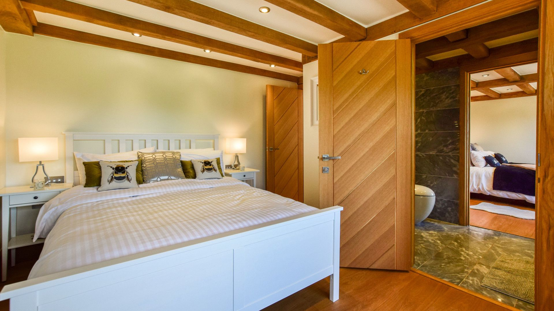 Bedroom 3 with king-size bed, Old Oak House, Bolthole Retreats