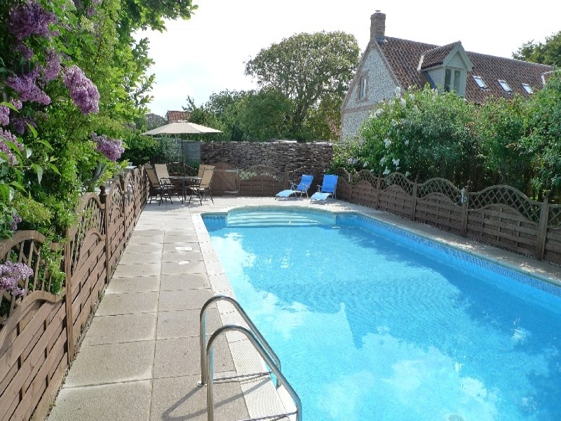 Eastwood House 2 Bedrooms | Swimming pool