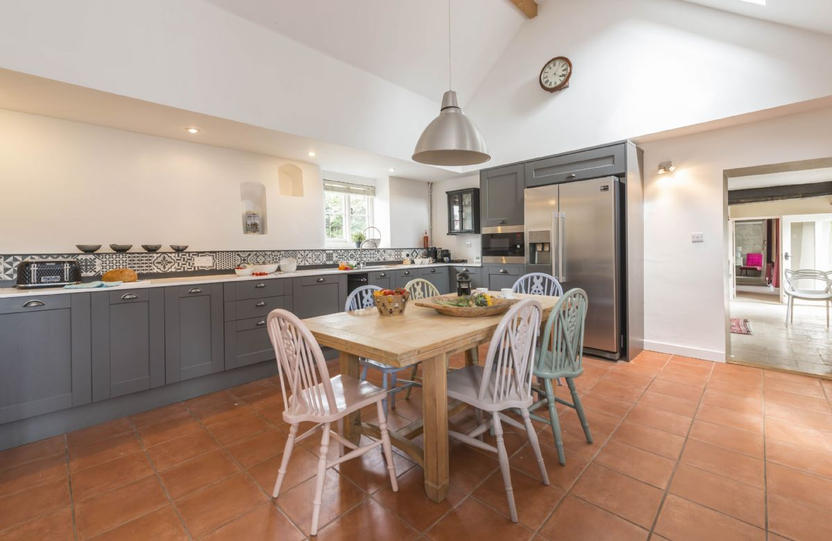 Ground floor: Well-equipped kitchen with breakfast table