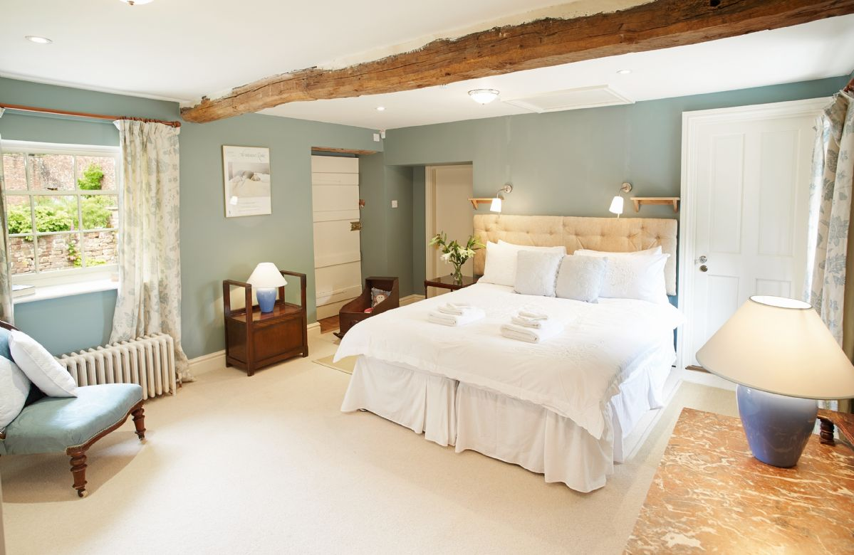 First floor: The Jacobean bedroom with zip and link 6' king sized bed. With en-suite shower room