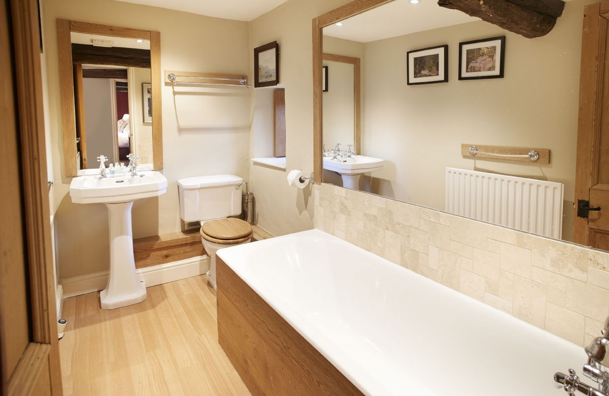 First floor: En-suite bathroom to double bedroom