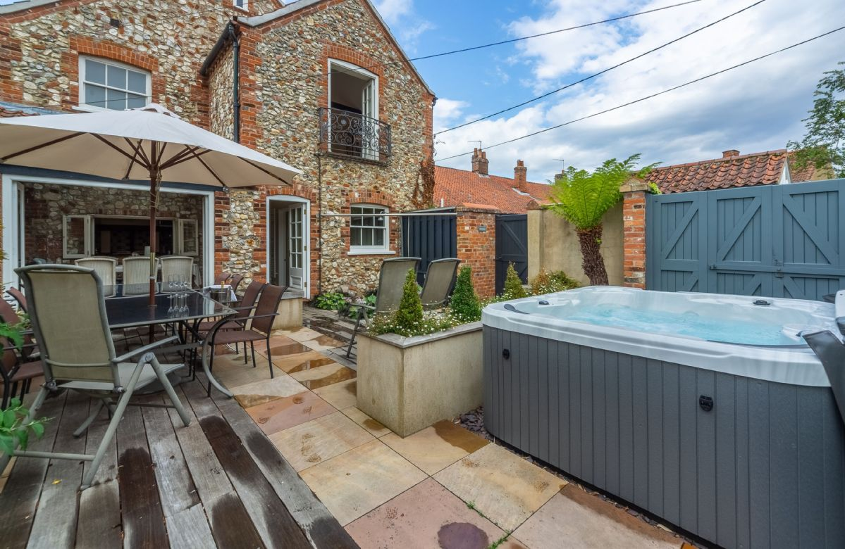 A wonderful garden/courtyard to relax with the family