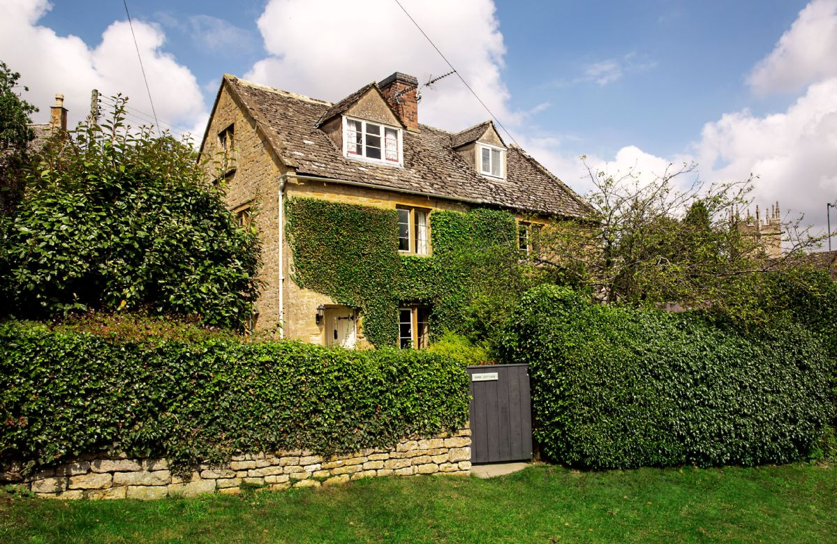 Bank Cottage is a charming period cottage accommodating six guests, in the heart of the Cotswold Countryside