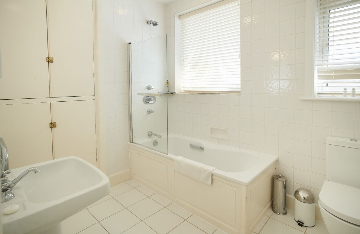 Ground floor: Bathroom with shower over the bath
