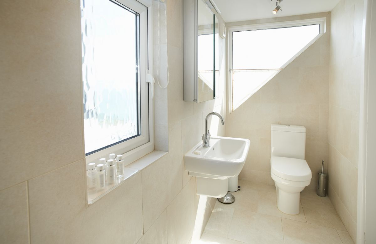 First floor: Luxury en-suite shower room to the first floor double bedroom