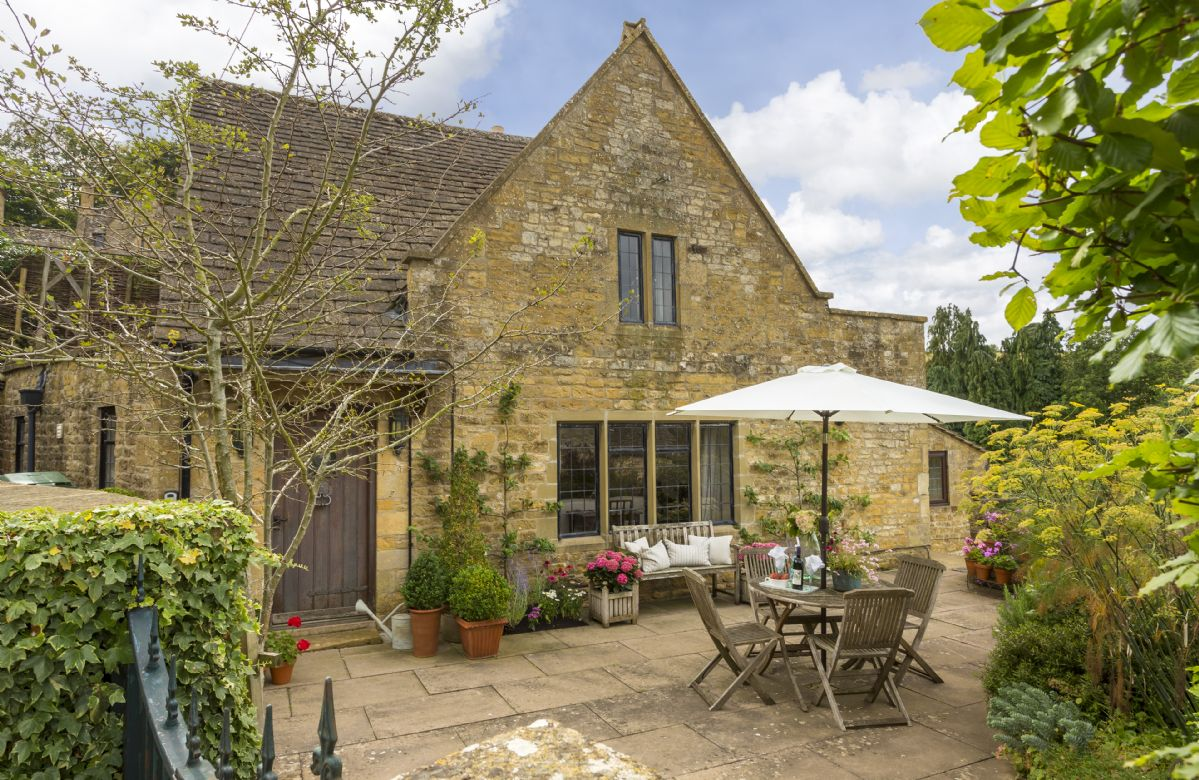 Apple Cottage is set within the heart of Snowshill, a secluded village awash with traditional pretty cottages