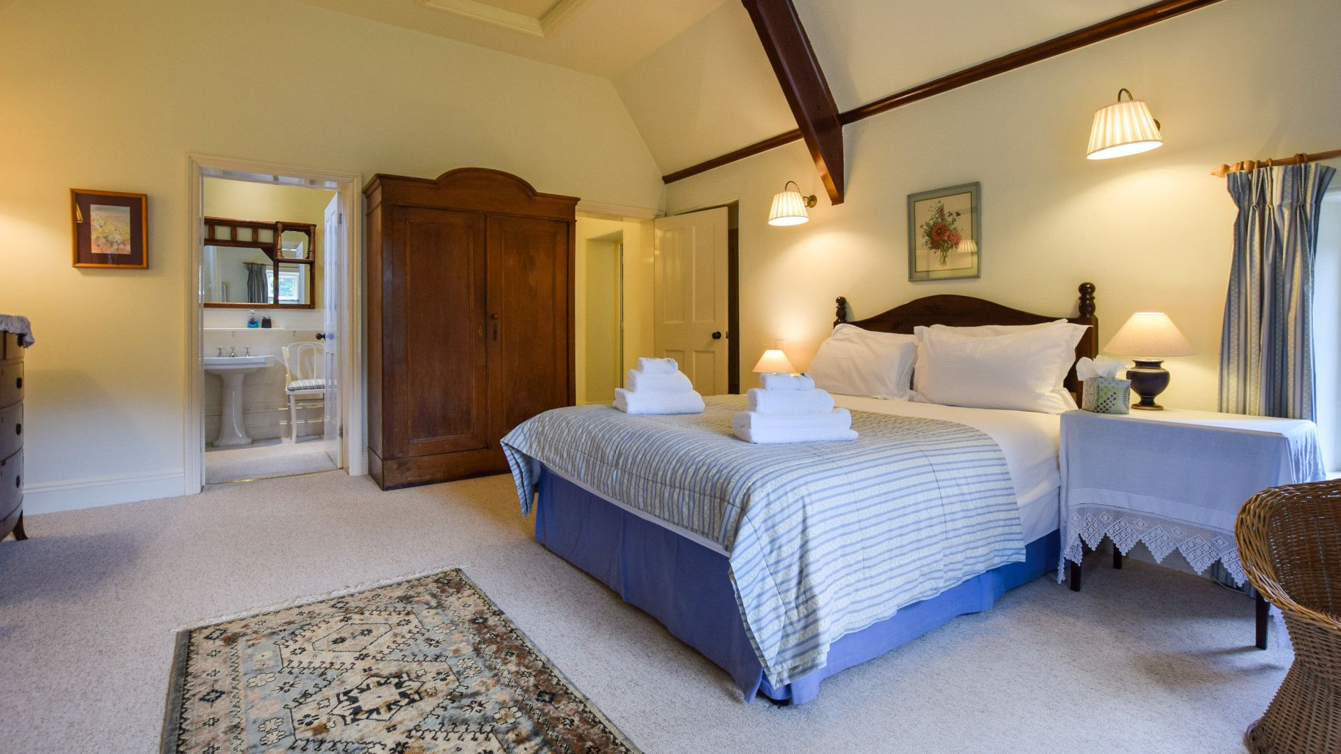 Bedroom 1 with en-suite, Bellhouse, Bolthole Retreats