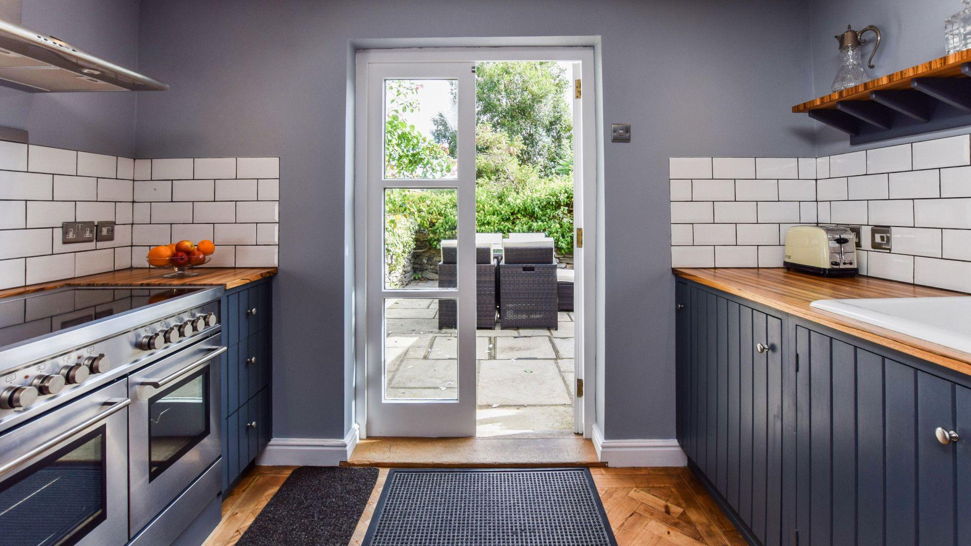 Kitchen leading into patio garden,  27 Horsefair, Bolthole Retreats