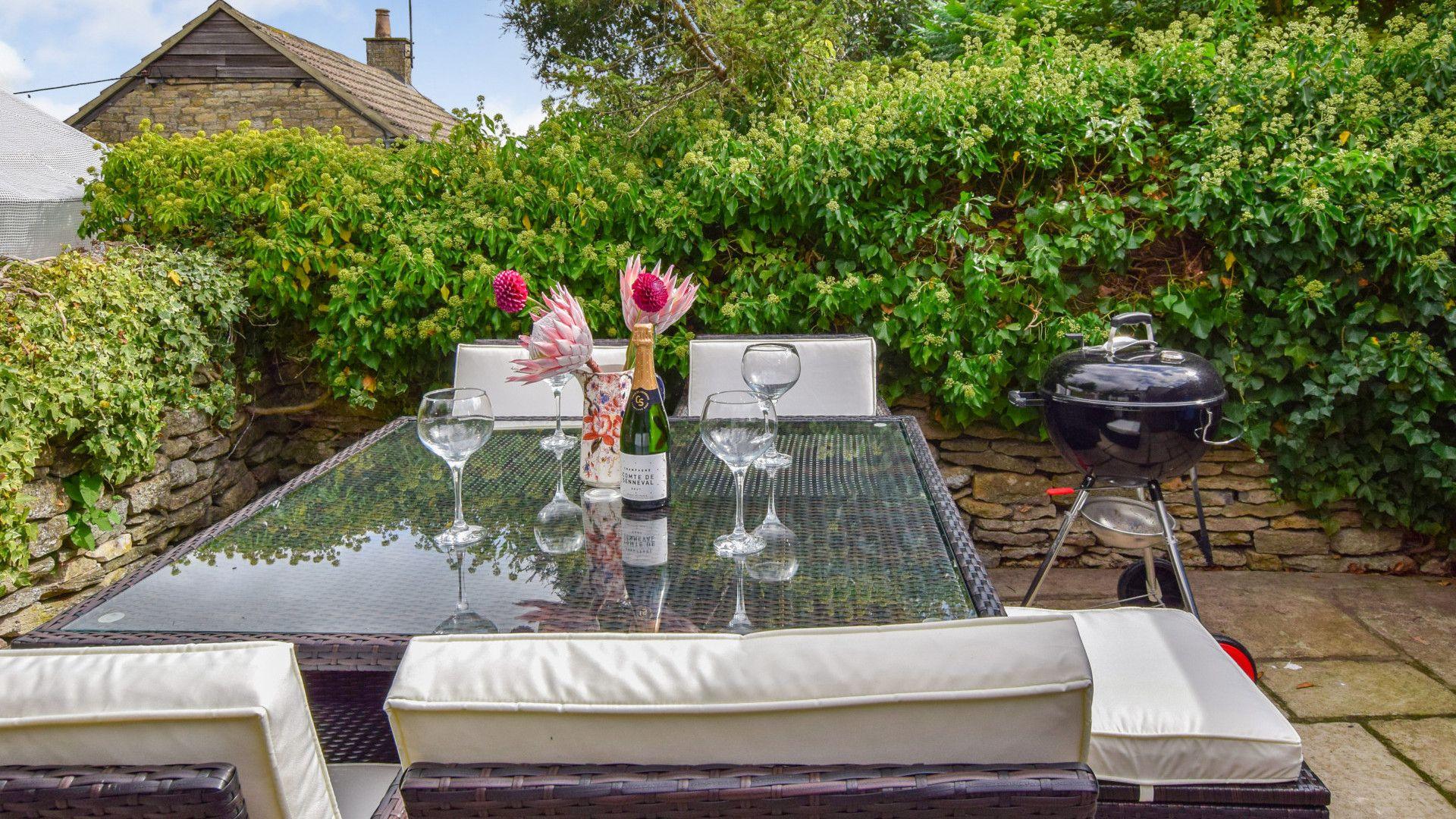 Outdoor patio area,  27 Horsefair, Bolthole Retreats