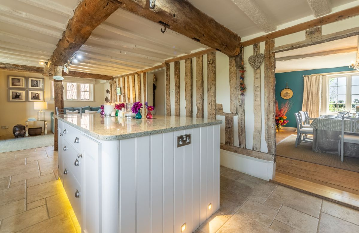 Ground floor: Kitchen with island unit