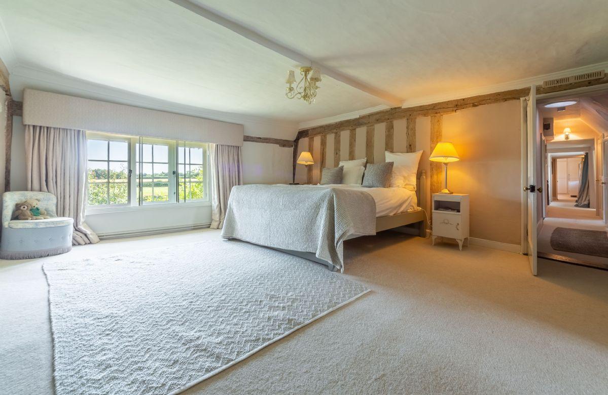 First floor: Master bedroom with en-suite bathroom