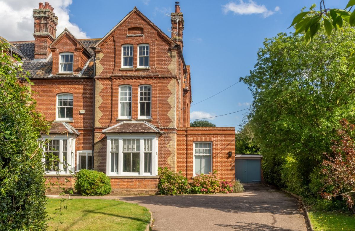Belstead House is a beautiful Victorian property situated in the heart of Aldeburgh.