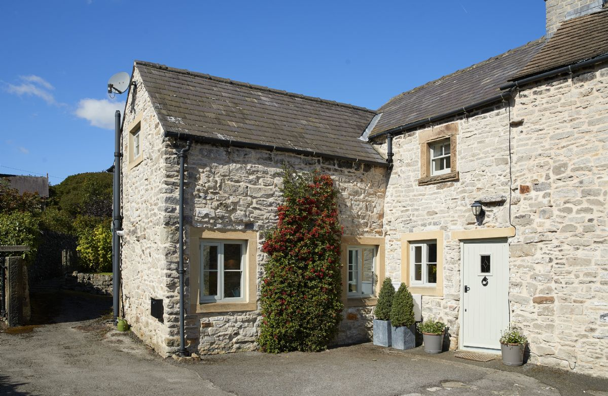 Sunnylea Cottage, a pretty limestone property accommodating four guests