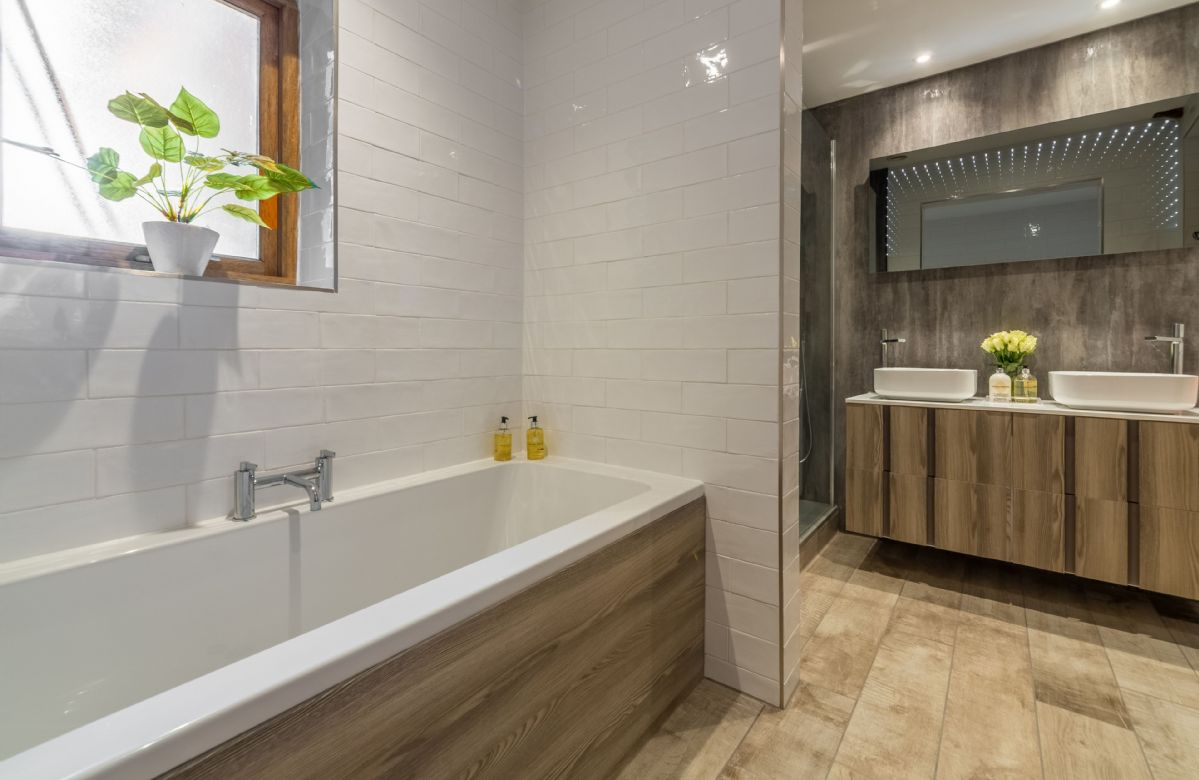 Ground floor: En-suite bathroom with bath and separate shower
