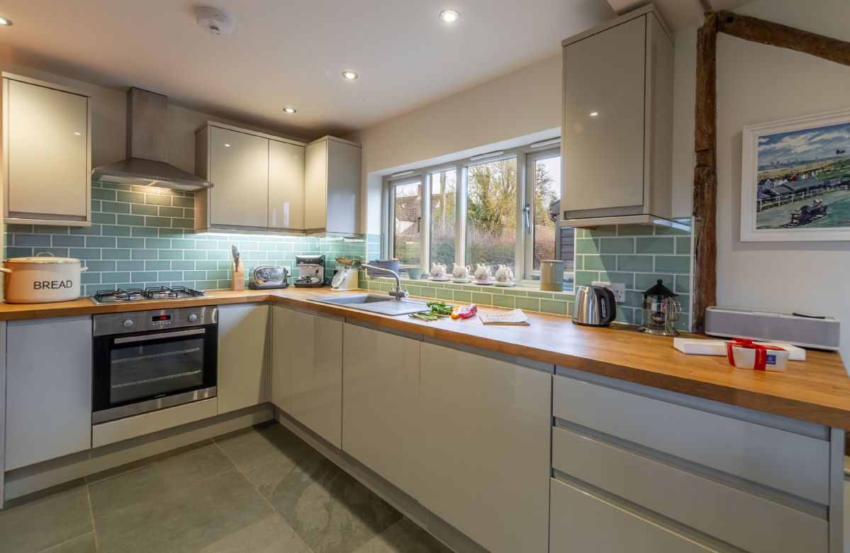 Ground floor: Well equipped kitchen area
