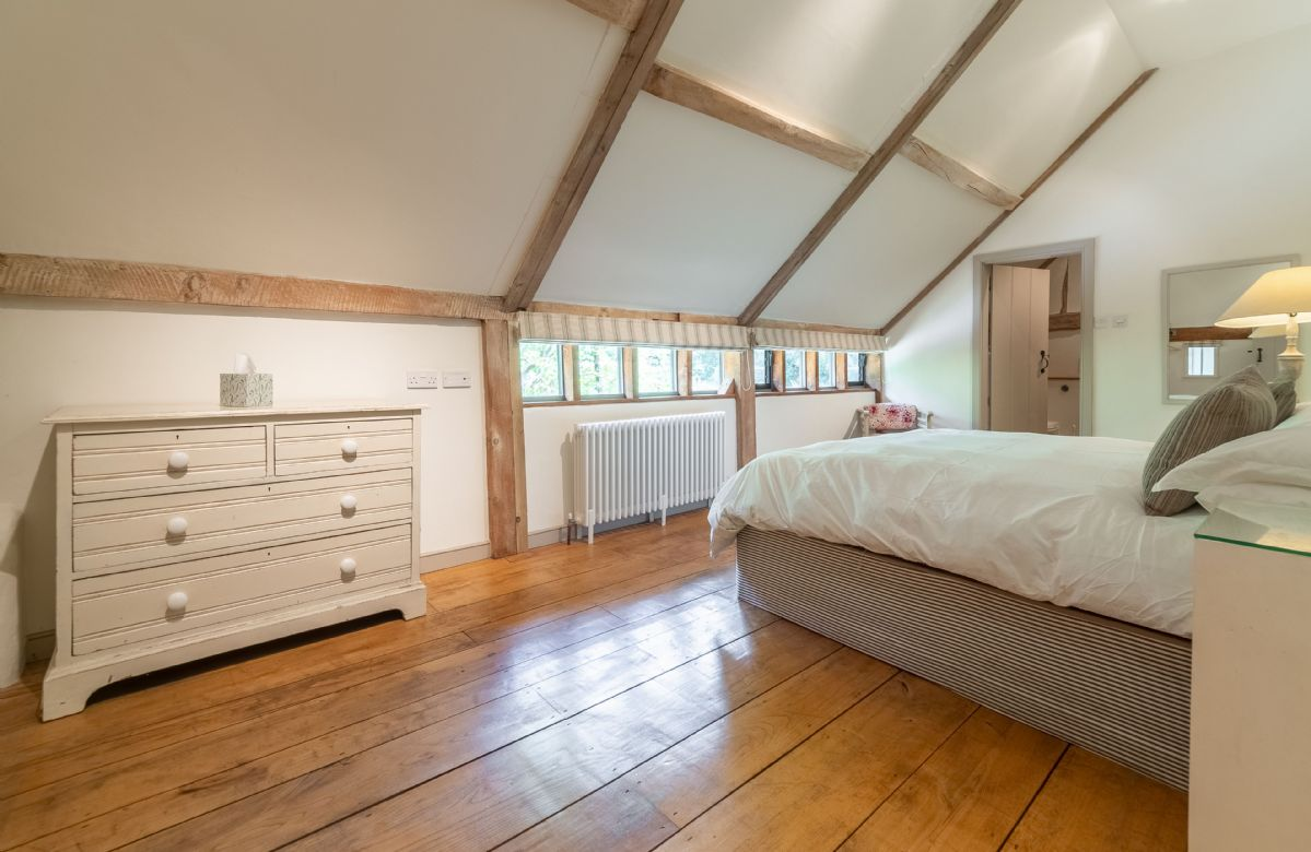 Butley Barn first floor: Master bedroom with 6' zip and link super-king bed