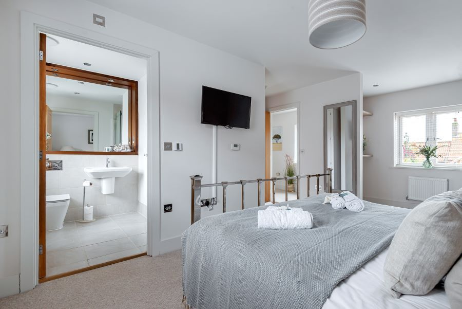 Oystercatchers | Bedroom 1 to ensuite