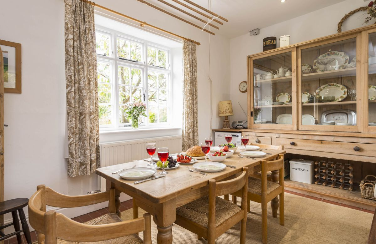 Ground floor: Fully equipped kitchen with dining table seating six guests