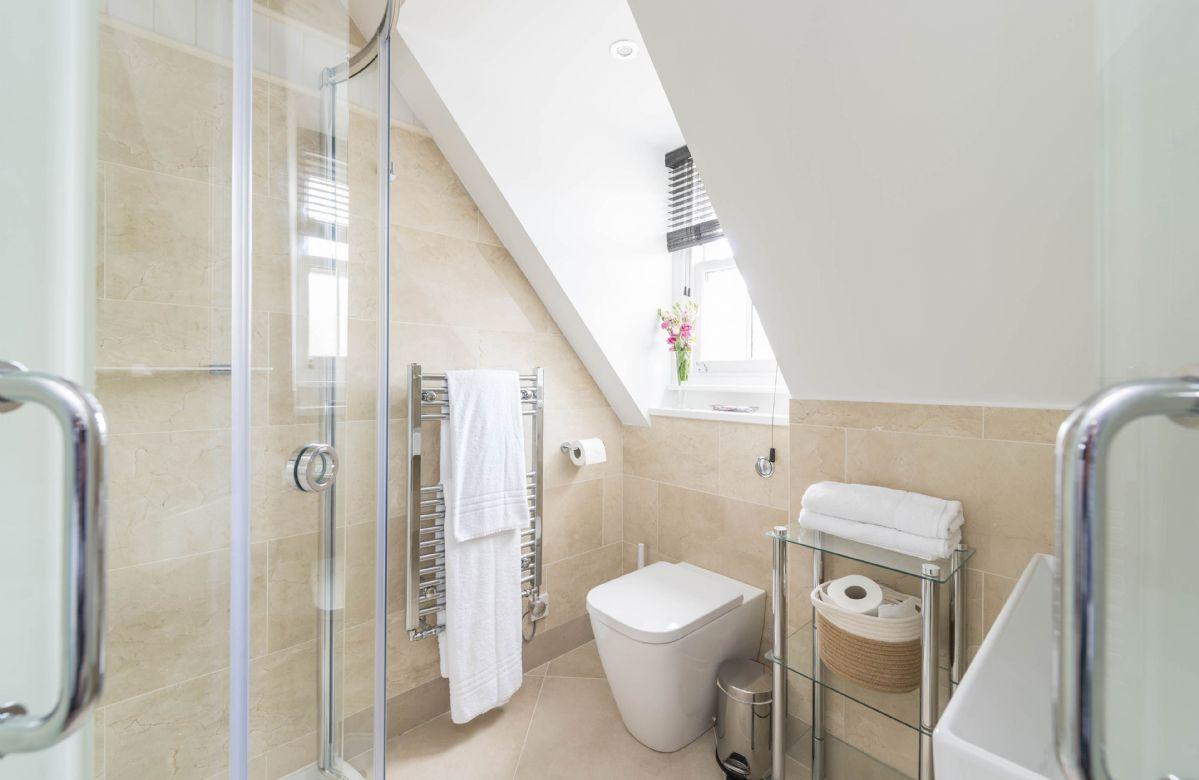 First floor: En-suite shower room with walk-in shower