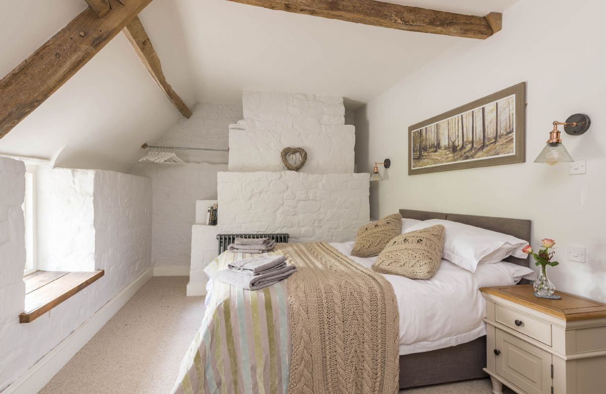 First floor: Bedroom with king-size or twin bed and en-suite shower room
