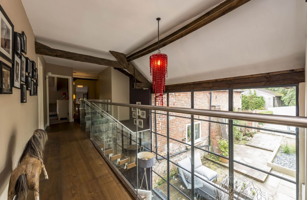 First floor: Gallery with balcony