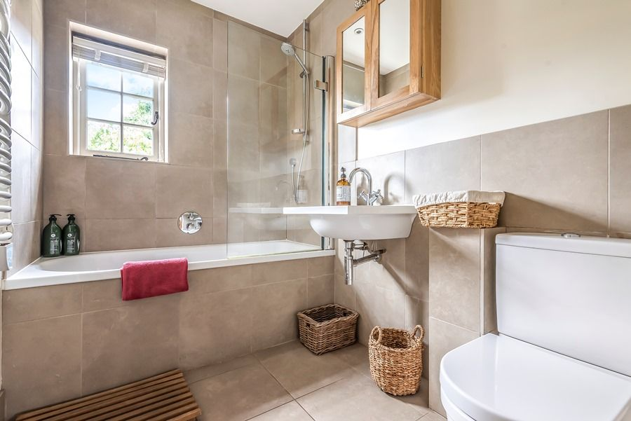 Pebble Cottage | Family bathroom
