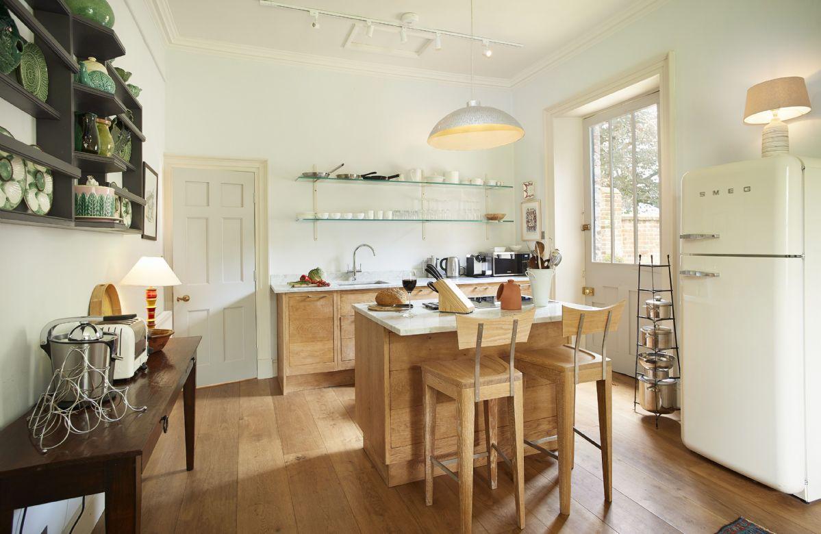 Ground floor: Large solid oak open plan kitchen