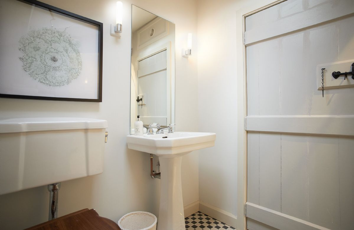 First floor: Private shower room