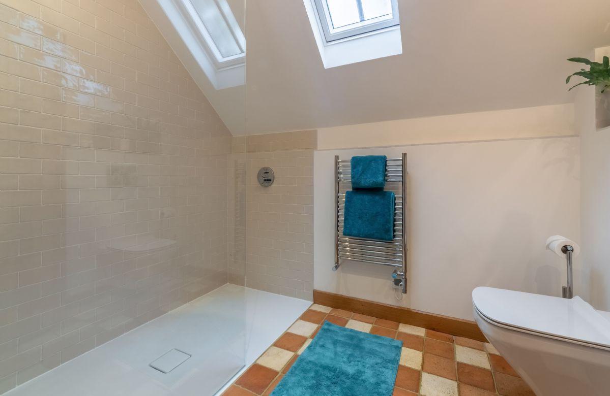 Ground floor: En-suite with walk-in shower