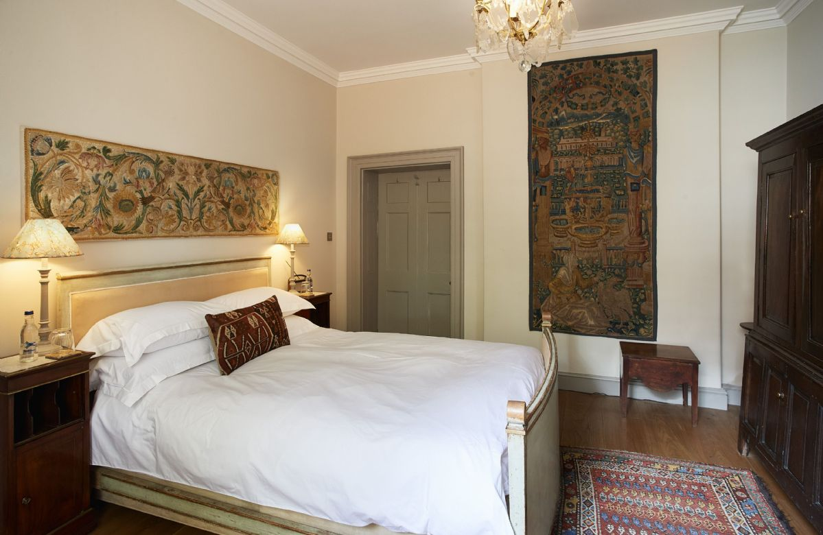 Ground floor: The beautifully furnished bedroom with 5' king size bed and luxurious vi spring mattress