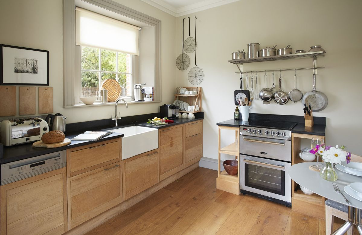 Ground floor: Fully equipped kitchen with solid oak worktops and miele appliances