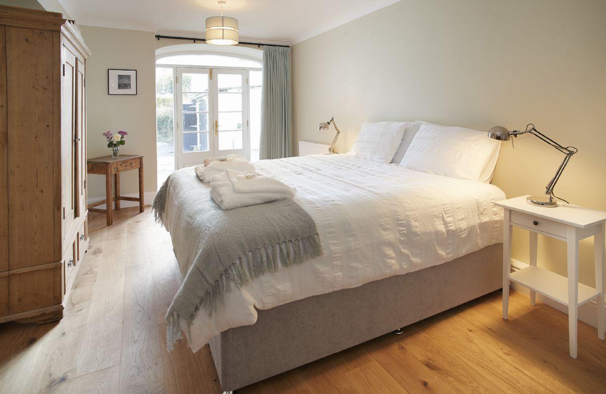 Lower ground floor: Bedroom with 6' super king size bed and en-suite shower room