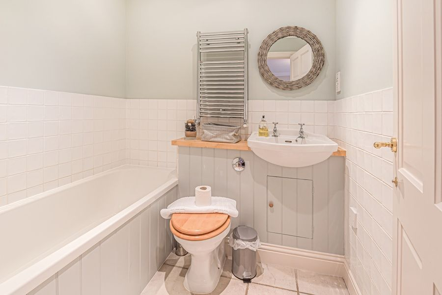 Sandpiper Cottage Titchwell | Bed 2 en-suite