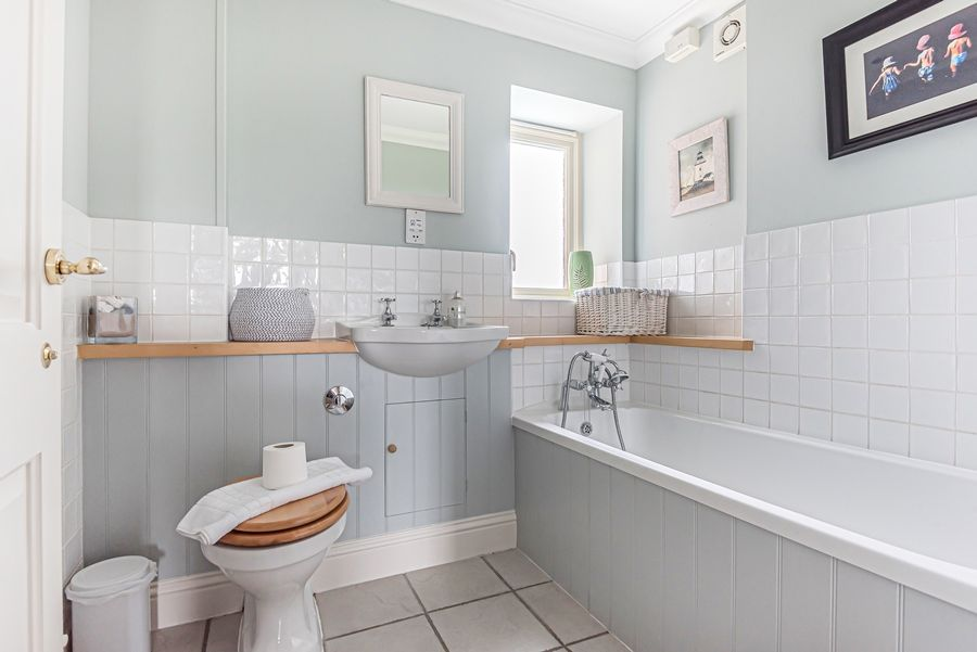 Sandpiper Cottage Titchwell | Family bathroom