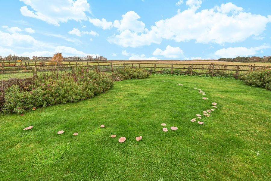 Sandpiper Cottage Titchwell | Garden with views