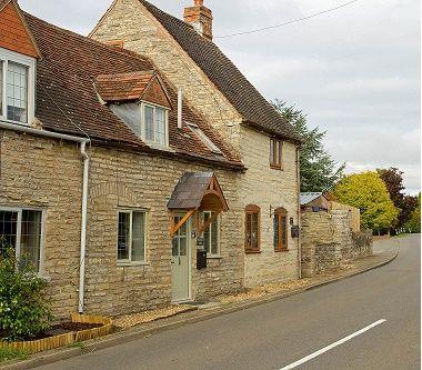 Grafton Lodge Cottages (Brassknocker Cottage & Grace Cottage)