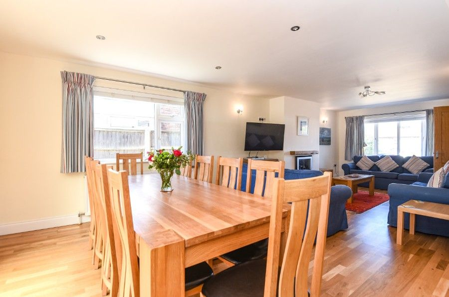 Sea Wood 3 bedrooms | Dining area