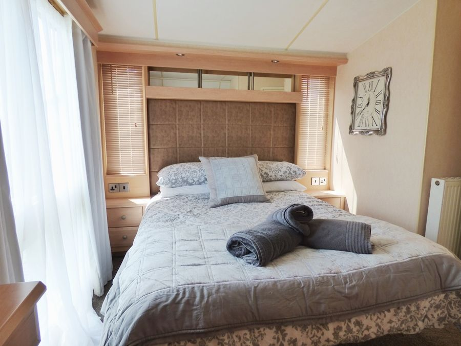 Washington Beach House with Lodge | Lodge bedroom 1