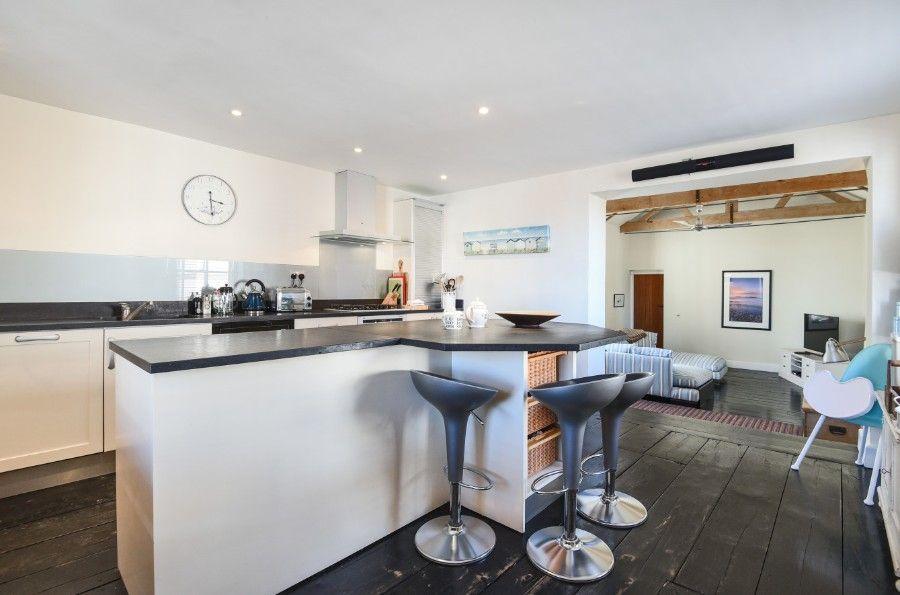 Dogger Inn with Attic | Kitchen